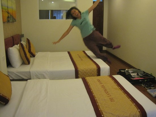 The Landmark Hanoi Hotel: Testing the bed!