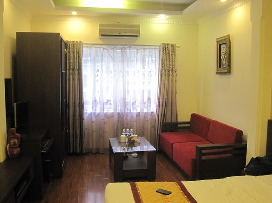 The Landmark Hanoi Hotel: Rooms on front side with additional living area