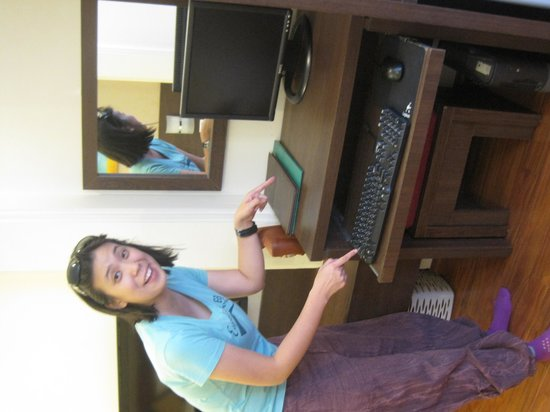 The Landmark Hanoi Hotel: Wow, there is even a computer in the room that we will never use!