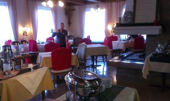 Hotel Stefanihof: Speisesaal mit schöner Kaminatmosphäre