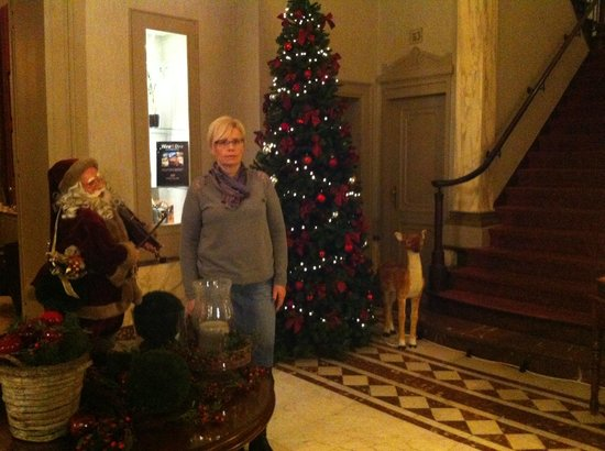 Oud Huis de Peellaert: my mom enjoying decorations