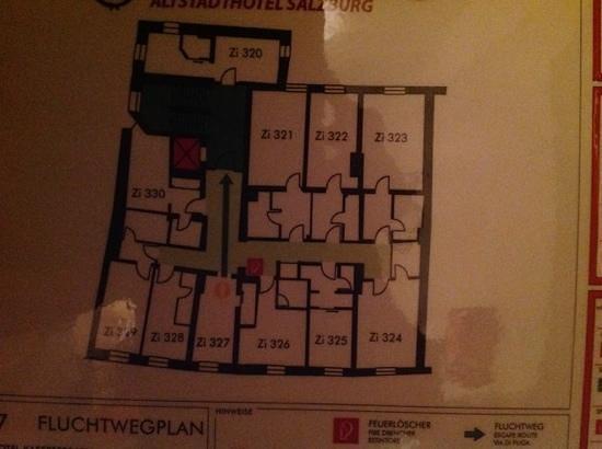Altstadthotel Kasererbräu: our tiny room 327