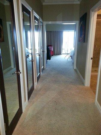 Camden on the Lake Resort : Huge suite, hallway