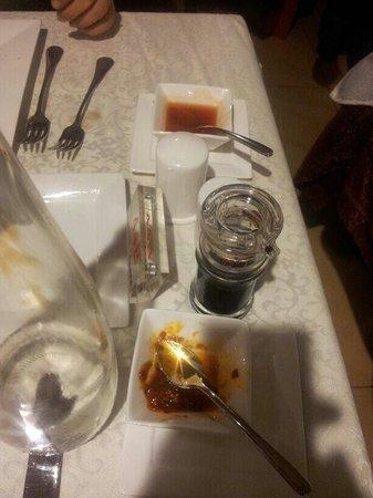 Shanghai : Salse sul tavolo già prima che ti siedi
