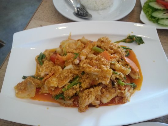 Khaosan Restaurant: Yellow curry squid