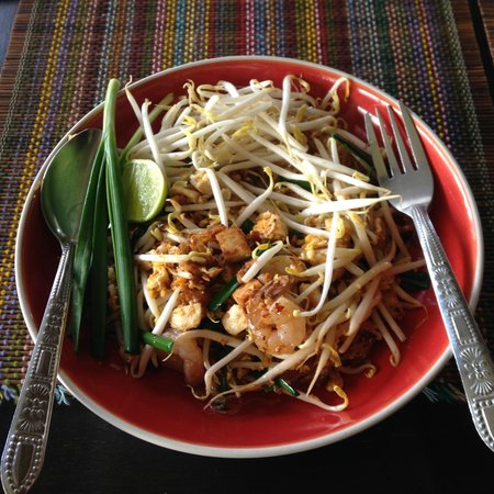 Sabai Sabai at Sukhumvit Hotel: pad thai at restaurant
