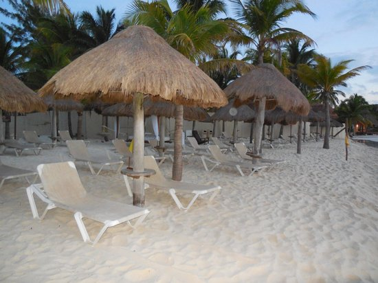 Mahekal Beach Resort: beach