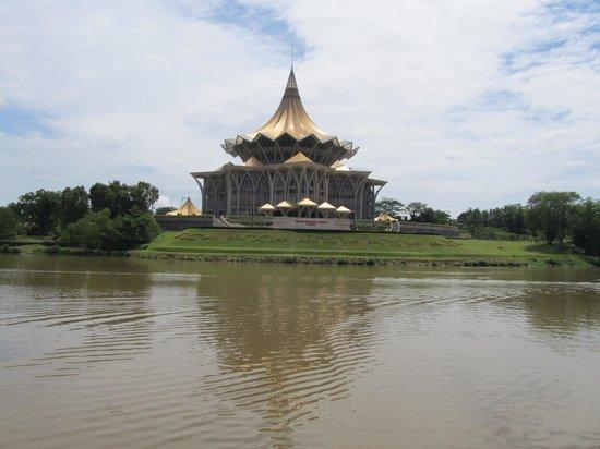 Kuching Esplanade: Sarawak parlament in Kuching