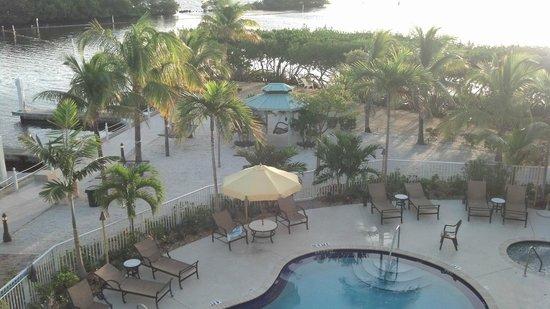 Dove Creek Lodge: Pool/private beach area
