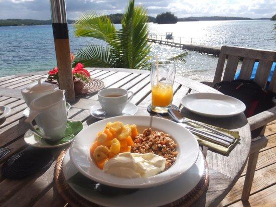 Reef Resort: Breakfast on the restuarant veranda