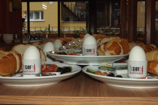Side Hotel and Pension: Breakfast