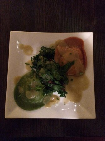 Stanford Inn by the Sea: No Flavor Red and green ravioli starter