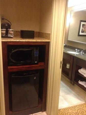 Embassy Suites by Hilton Atlanta - Galleria: Coffee maker, microwave and fridge.