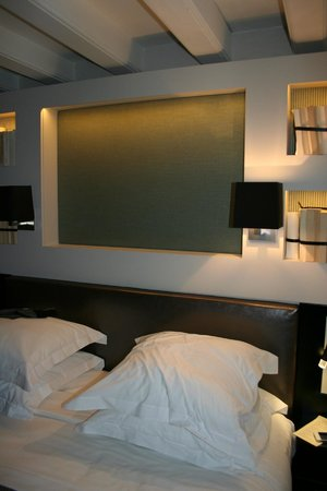 Hotel Verneuil: room