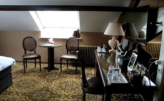 Hotel Heritage - Relais & Chateaux : Another view of the room at Hotel Heritage