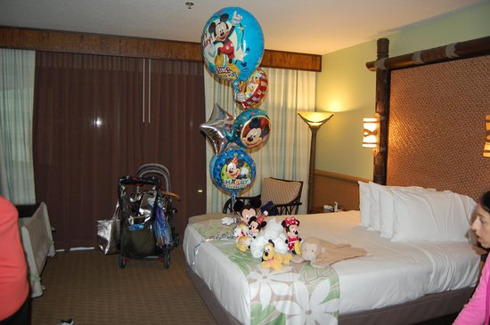 Disneys Polynesian Village Resort Room With Birthday Decorations