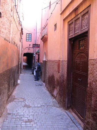 Heritage Spa: Narrow alley leading to the spa!