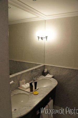 Cape Grace : Balcony Room Bathroom