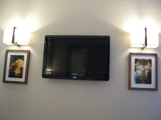 Best Western Hotel Folkestone Opera : Folkestone Opera, Room 309, tv set