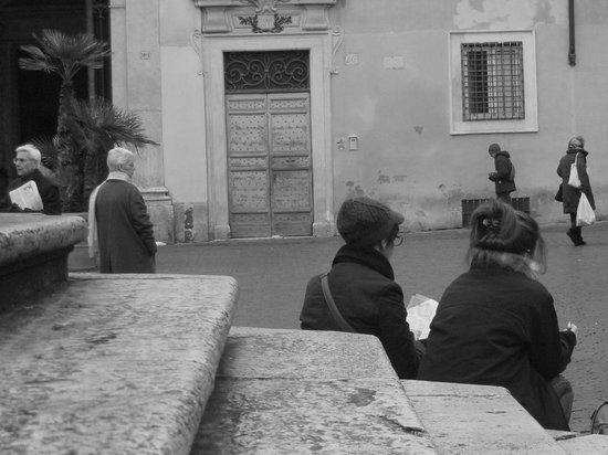 Residenza Arco dei Tolomei: Piazza St. Maria