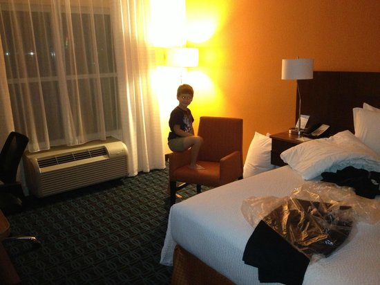 Fairfield Inn & Suites Orlando International Drive/Convention Center: checking out daddy's room
