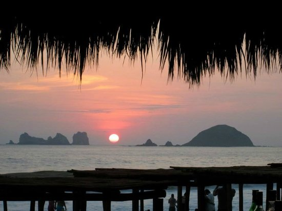 Sunscape Dorado Pacifico Ixtapa: The evening view