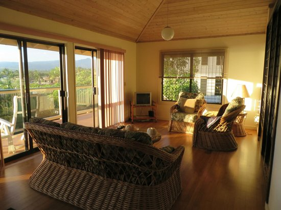 Poipu Plantation Resort: living room