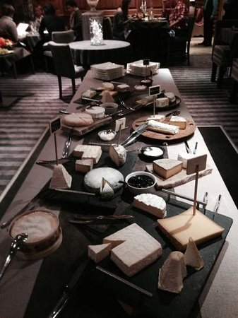 Hotel Les Campanules : the cheese table