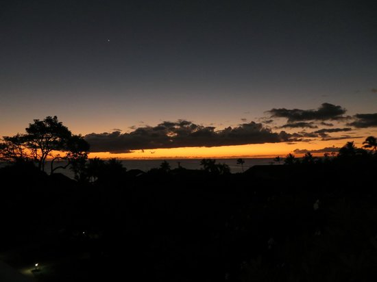 Poipu Plantation Resort: sunset from the balcony