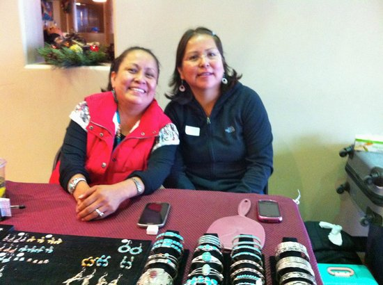 Indian Pueblo Cultural Center : Native American ladies selling stunning jewelry they made.