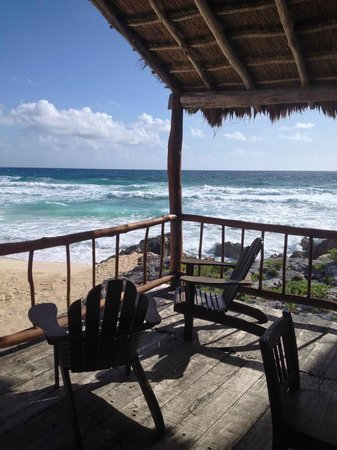 Ventanas al Mar: Where breakfast was served and afternoon reading area...