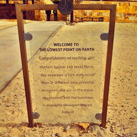 Kempinski Hotel Ishtar Dead Sea: beach area