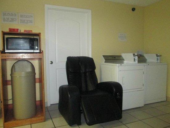 Orlando Continental Plaza Hotel: microondas, lavarropas y secarropas