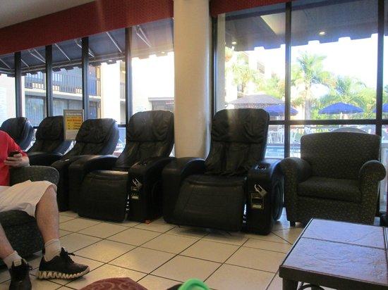 Orlando Continental Plaza Hotel: sillones en el hall del hotel