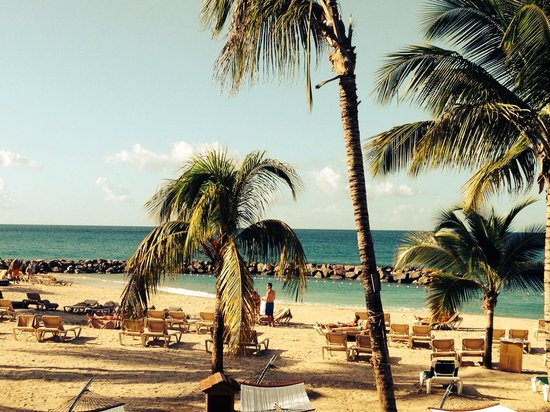 Sandals LaSource Grenada Resort and Spa: Beach from walkouts