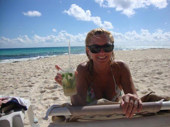 Valentin Imperial Maya: Debi on the VIM beach