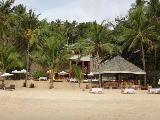 The Surin Phuket: Beachbar und Haupthaus