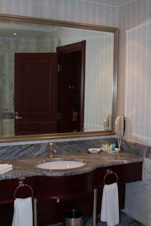 Hotel Kamp: Bathroom 3