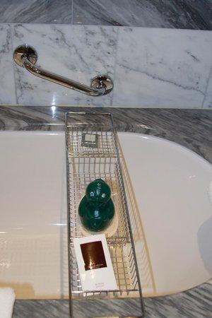 Hotel Kamp: Bathtub w Duck
