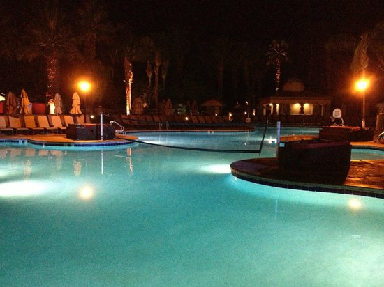 Westin Mission Hills Resort -Pete Dye Course: pool area next to course after late round and round of drinks