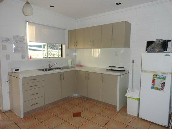 Airlie Apartments: Cocina