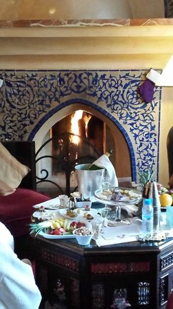 Es Saadi Marrakech Resort - Palace : villa fireplace