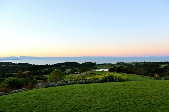 The Farm at Cape Kidnappers : sunset from the main lodge
