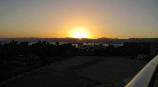DoubleTree by Hilton Hotel Aqaba : Utsikt fra basseng/bar området.