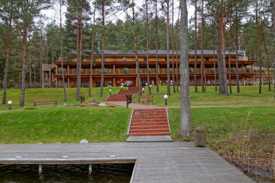 IDW Esperanza Resort: Rooms as seen from lakes shore