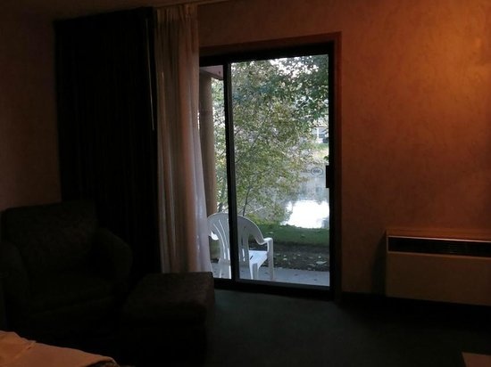Shilo Inn Suites Hotel - Bend: Another view of the river