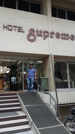 Hotel Supreme : Front
