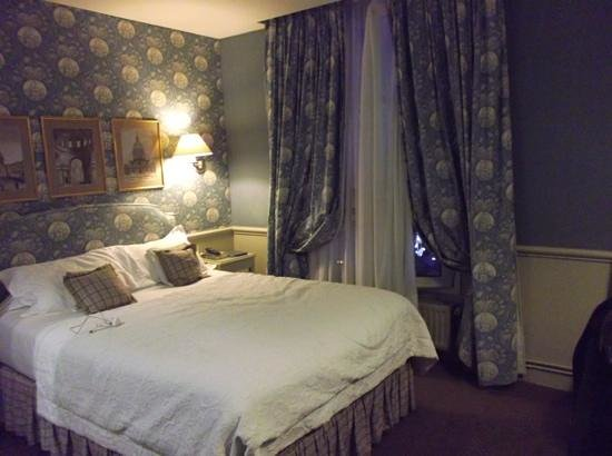 Hotel du Champ de Mars: our lovely room.