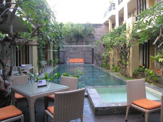 100 Sunset Hotel Managed by Eagle Eyes: 100