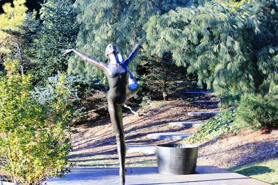Grounds For Sculpture: bronze dancer